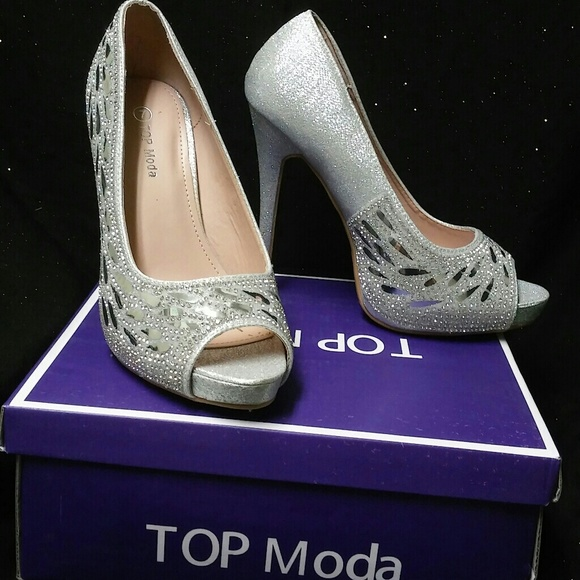 a1c4be8f600 Silver heels with clear gems Top Moda size 7